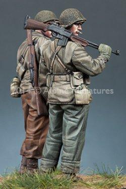 画像4: Alpine Miniatures[AM35171]1/35 WWII 米BAR銃手&歩兵 2体セット