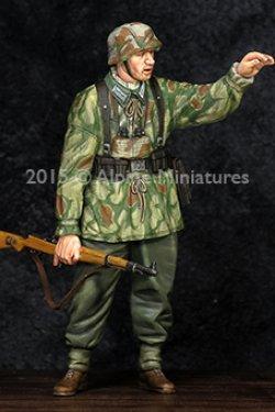 画像1: Alpine Miniatures[AM35194]WWII独 擲弾兵下士官(スプリンター迷彩スモック)