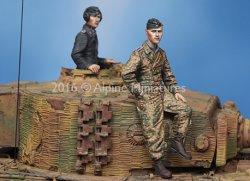 画像2: Alpine Miniatures[AM35225]1/35 WWII独 武装親衛隊 ティーガー搭乗員(2体セット)