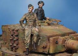 画像1: Alpine Miniatures[AM35225]1/35 WWII独 武装親衛隊 ティーガー搭乗員(2体セット)