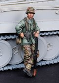 DEF.MODEL[DO35029]1/35WWII SS Machine gunner