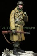 Alpine Miniatures[AM16040]1/16 WWII 米 アメリカ陸軍歩兵 外套を羽織るGI 44〜45年冬季