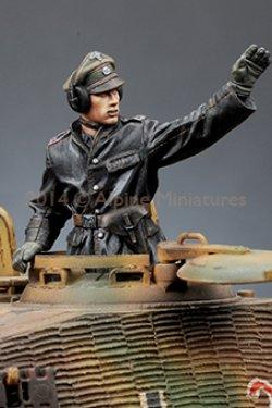 画像2: Alpine Miniatures[AM35174]1/35 武装親衛隊装甲部隊指揮官(革ジャケット着用)2体セット