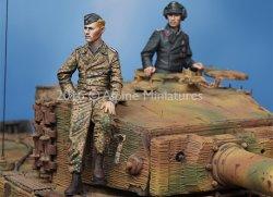 画像3: Alpine Miniatures[AM35225]1/35 WWII独 武装親衛隊 ティーガー搭乗員(2体セット)