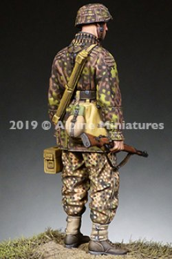 画像2: Alpine Miniatures[AM35267]1/35 WWII 独 弾薬箱を持つ装填手 SS第12HJ師団