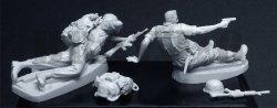 画像3: Bravo6[B6-35054]1/35 米 歩兵ベトナム(5)追い詰められた無線手と小銃手(2体セット)