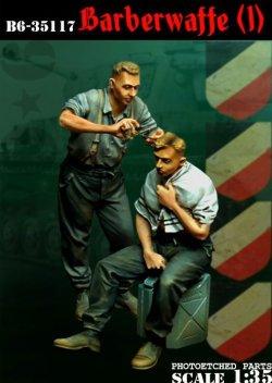 画像1: Bravo6[B6-35117]1/35 WWII独 散髪する戦車兵(1)(2体セット)