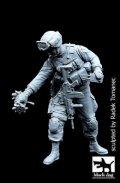 BLACK DOG[F35075]1/35現用米 特殊部隊兵士/w 偵察ロボットXT #1