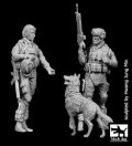 BLACK DOG[F35134]1/35現用米 女性兵士&兵士&イヌ(2体+1匹セット)