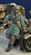 D-Day miniature studio[DD35182]1/35 WWII ドイツ武装親衛隊 擲弾兵2 寄りかかる兵士 ハンガリー1945冬