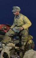 D-Day miniature studio[DD35186]1/35 WWII ドイツ武装親衛隊 後部座席に座る下士官 ハンガリー1945冬