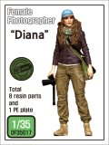 "DEF.MODEL[DF35017]1/35 女性カメラマン""ダイアナ"""