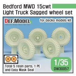 画像1: DEF.MODEL[DW30057]1/35 WWII 英軍ベッドフォードMWD15cwtトラック用自重変形タイヤセット(ゲッコーモデル用)