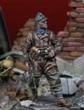 Darius Miniatures[DMF35049]1/35 WWII ドイツ武装親衛隊 降下猟兵 双眼鏡を持つ猟兵