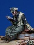 Darius Miniatures[DMF35061]1/35 WWII ドイツ戦車搭乗員 聖書を読む