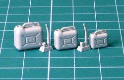 画像2: EUREKA XXL[E-042]1/35 現用 民生用プラスチック製ジェリ缶セット