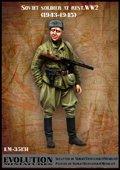 エボリューション[EM-35131]1/35 WWII休息中のソビエト兵士(1)微笑む下士官 1944〜45
