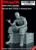 マイム[MAIM35534]Muscle Man sitting + drinking beer / 1:35