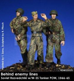画像1: Rado Miniatures[RDM35025]1/35 WWII ロシア/ソ連 ドイツ軍陣地からドイツ戦車兵を連行するロシア赤軍偵察兵 1944-45(3体セット)