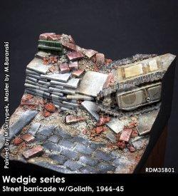 画像1: Rado Miniatures[RDM35B01]1/35 WWII ジオラマベース 独 路上のバリゲートに埋もれたゴリアテ 1944-45年