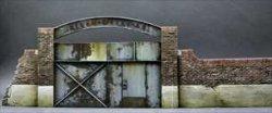画像2: Reality in Scale[RIS35268]古びた工場の門扉
