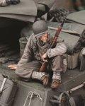 RoyalModel[RM659]1/35 米 WWIIライフルを持って座る米兵士No.1