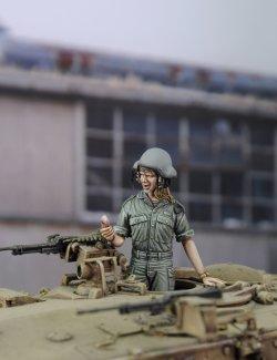 画像1: RoyalModel[RM695]1/35 IDF イスラエル女性戦車兵「ボーイフレンドからの電話」