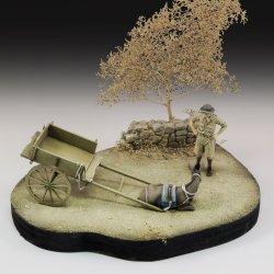 画像1: RoyalModel[RM790]1/35 英 WWII兵と座り込んだロバ