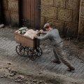 RoyalModel[RM908]1/35 WWII 私財を乗せた荷車を押す避難者 その9