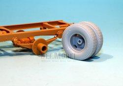 画像3: DEF.MODEL[DW30019]ビュッシング NAG L4500S トラック 自重変形タイヤ(AFVクラブ用)